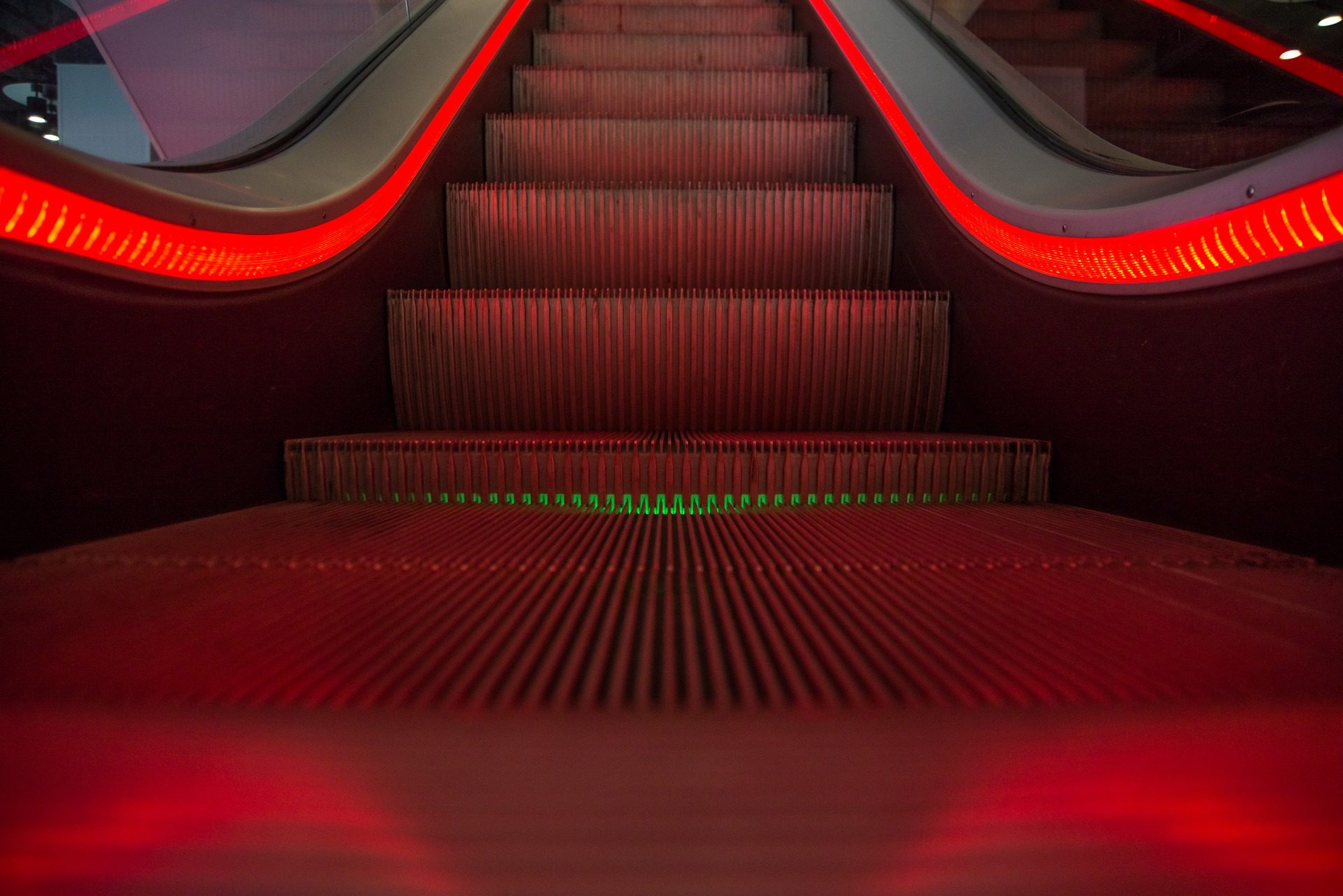 escalator-1746279_1920